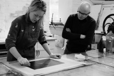 Amy-Jane Blackhall demonstrates inking to Tom's plate